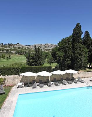 piscine chateau de servanes avec golf